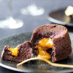 Recette du moelleux au chocolat-pistache au coulis de confiture de mangue