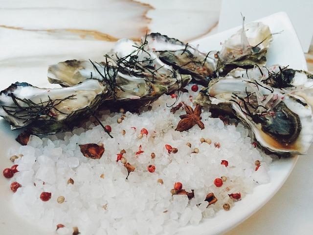 Huîtres fraîches à la vinaigrette de vinaigre de vin à la framboises