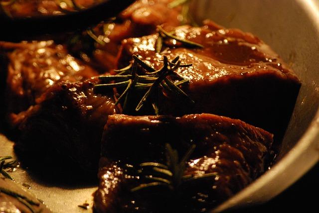 Brochettes de filet mignon de porc à la crème balsamique au combava